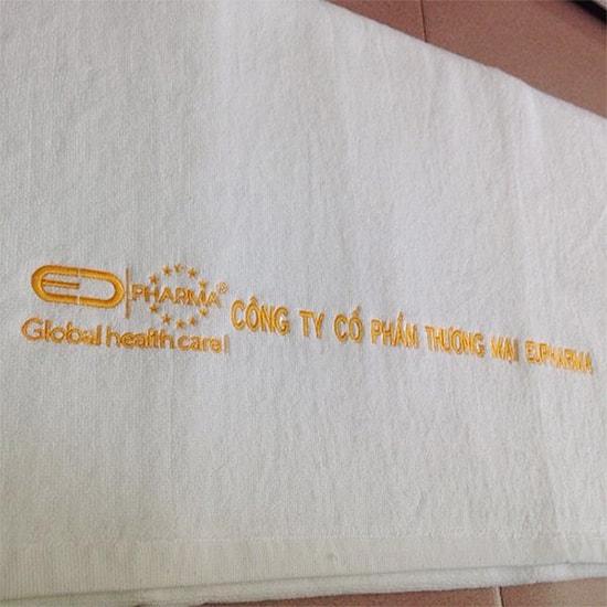 Thêu khăn thương hiệu công ty