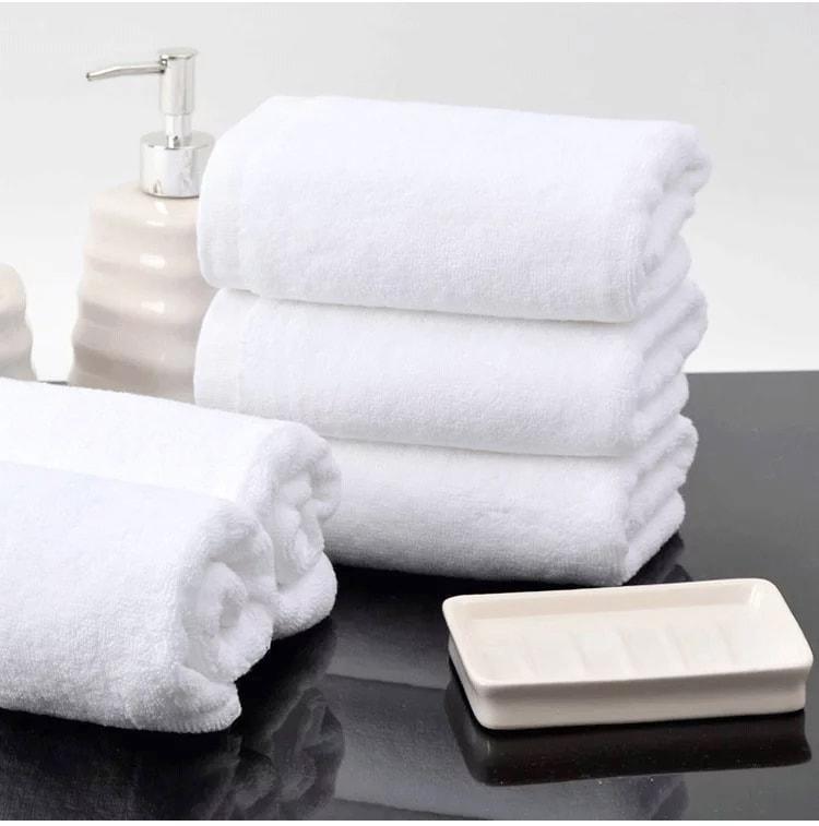 Khăn tắm khách sạn thấm hút nước